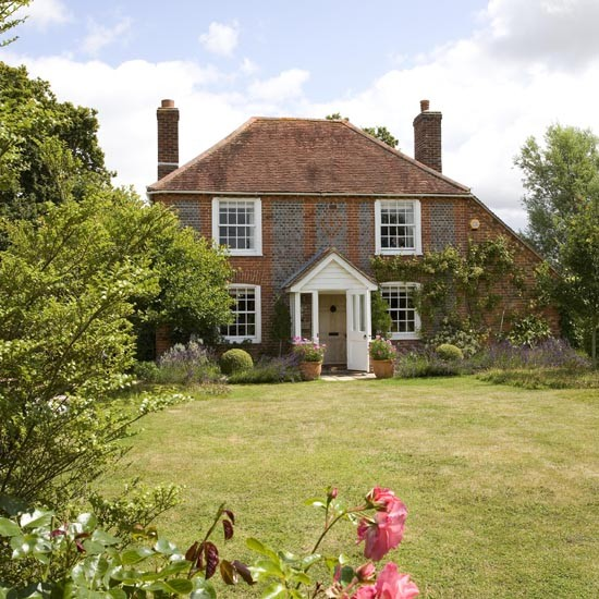 Exterior | West Sussex country cottage | House tour | PHOTO GALLERY | 25 Beautiful Homes | Housetohome