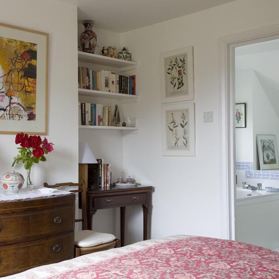 Guest bedroom take a tour of this west sussex cottage for Pictures of beautiful guest bedrooms