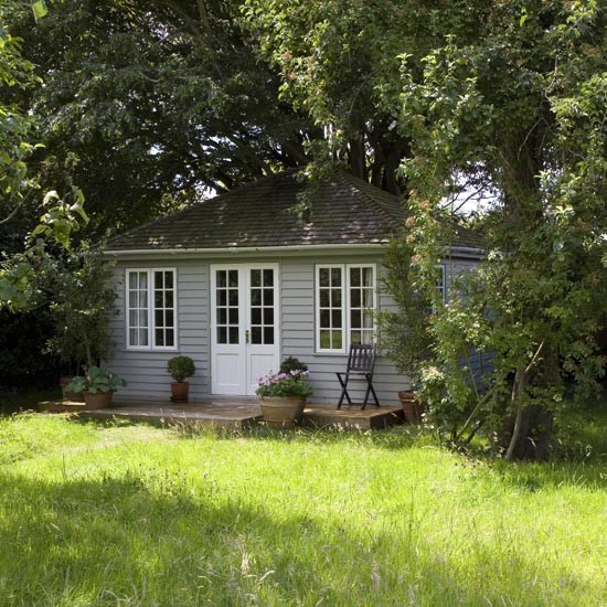 Summerhouse take a tour of this west sussex cottage for Garden summer house designs