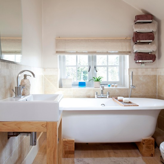 Bathroom | Step inside an 18th-century period home in Surrey | House tour | PHOTO GALLERY | 25 Beautiful Homes | Housetohome.co.uk