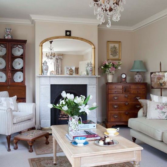 Living room | Step inside an 18th-century period home in Surrey | House tour | PHOTO GALLERY | 25 Beautiful Homes | Housetohome.co.uk
