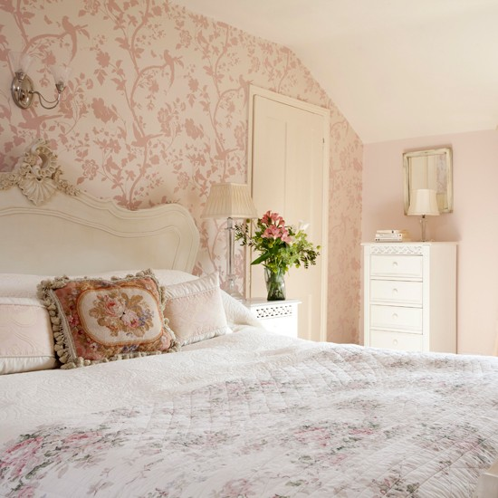 Master bedroom | Step inside an 18th-century period home in Surrey | House tour | PHOTO GALLERY | 25 Beautiful Homes | Housetohome.co.uk
