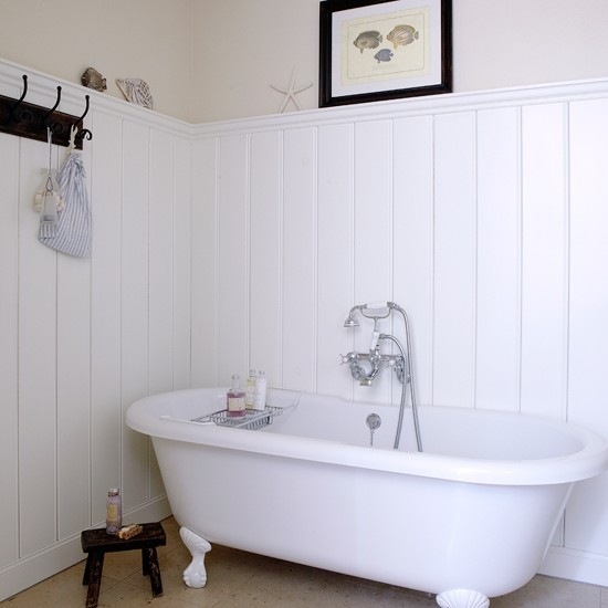 White coastal bathroom coastal decorating ideas for Bathroom ideas uk