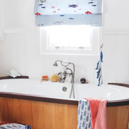 Beach House Bathrooms: Coastal Decorating Ideas