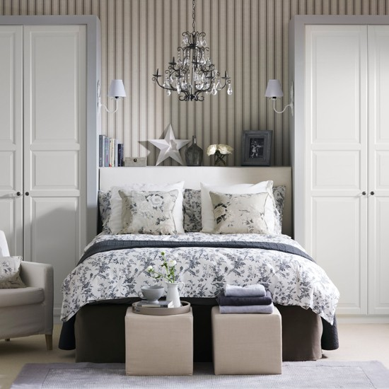 Grey floral bedroom country decorating ideas for Grey and white bedroom designs