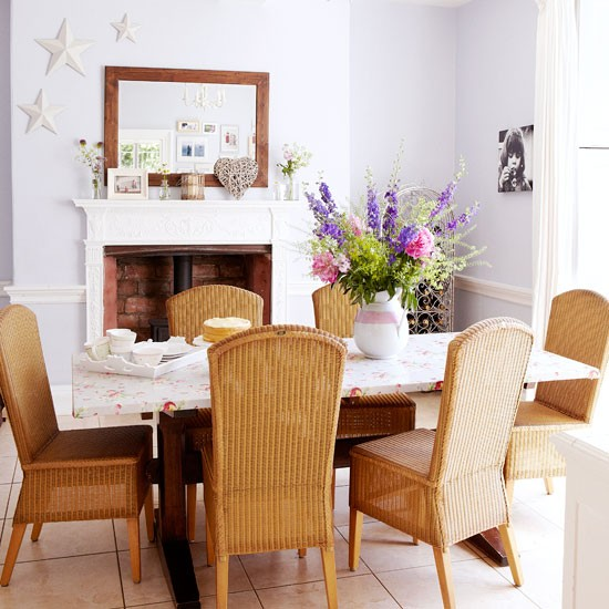 Pretty feminine dining room country decorating ideas Pretty dining rooms