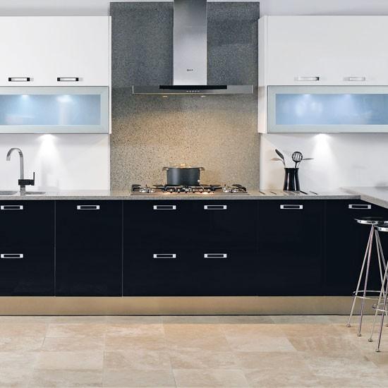 Minimal black and white kitchen gloss kitchen ideas 10 for Black gloss kitchen ideas