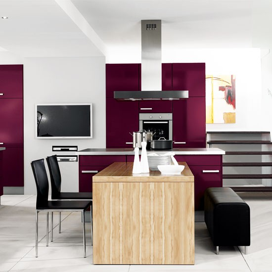 Cozinha & Sala de Jantar  Modern-white-kitchen-with-deep-purple-units-Beautiful-Kitchens-Housetohome