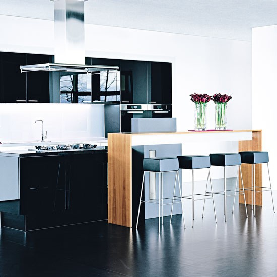 Modern black and white kitchen with gloss cabinetry | Kitchen | PHOTO GALLERY | Beautiful Kitchens | Housetohome.co.uk