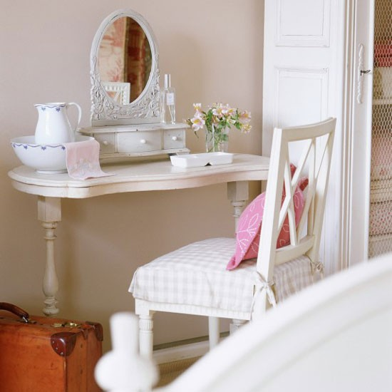 Pretty traditional dressing room dressing rooms for Dressing room accessories
