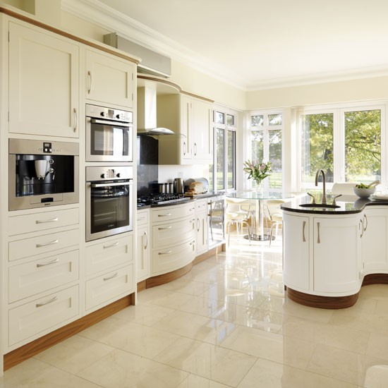 Be inspired by a cream painted country kitchen for Cream kitchen paint ideas