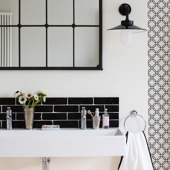 Stylish black and white bathroom chic monochrome 10 for Monochrome bathroom designs