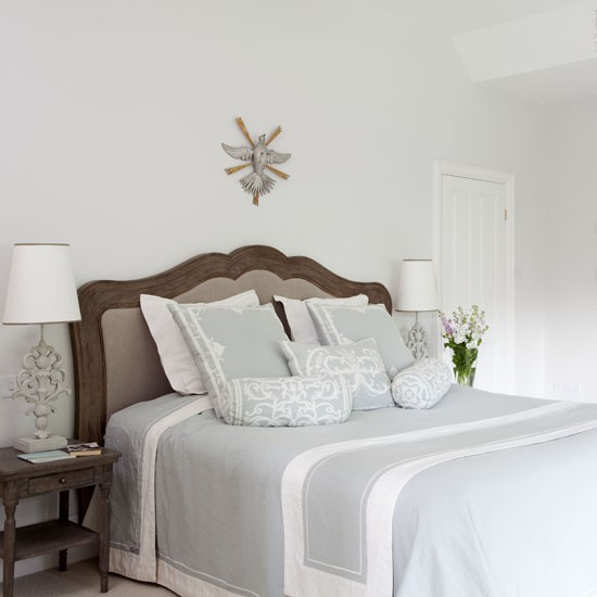 Simple country bedroom | Country bedrooms | Decorating ideas | Bedroom | PHOTO GALLERY | 25 Beautiful Homes | Housetohome