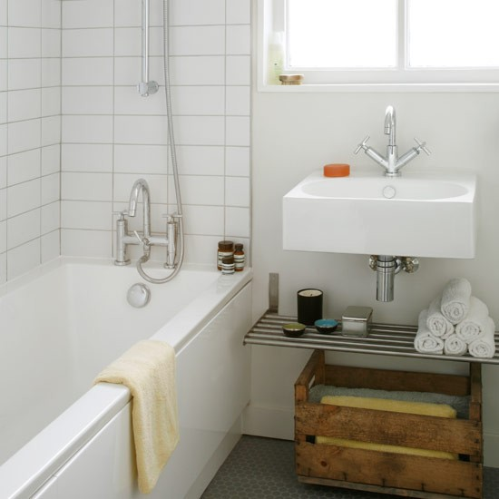 Store towels in a vintage crate bathroom decorating for Vintage bathroom ideas uk