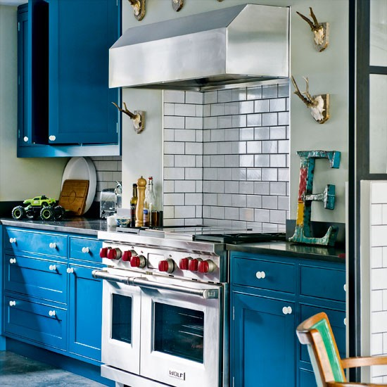 Quirky Kitchen Decor: Modern Blue Painted Kitchen
