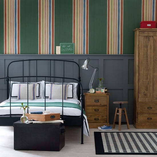 Bold striped bedroom decorating ideas for Bold bedroom ideas