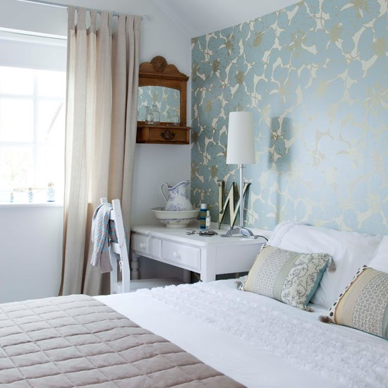Guest bedroom elegant and contemporary house for Feature wallpaper bedroom ideas
