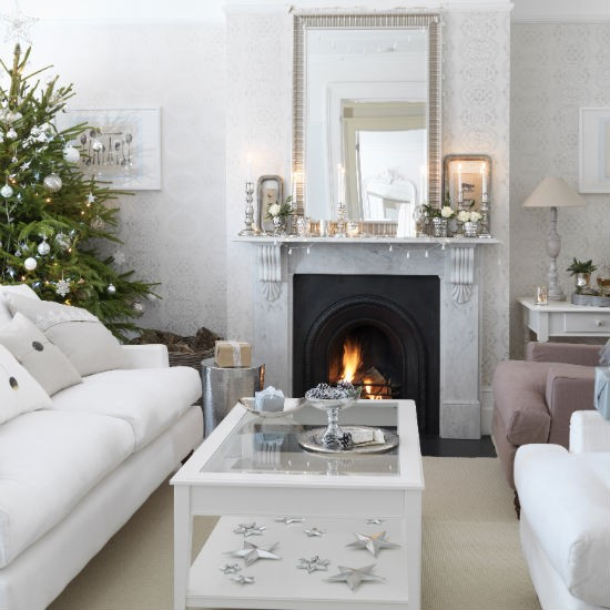 Simple silver christmas living room christmas living for Christmas living room ideas