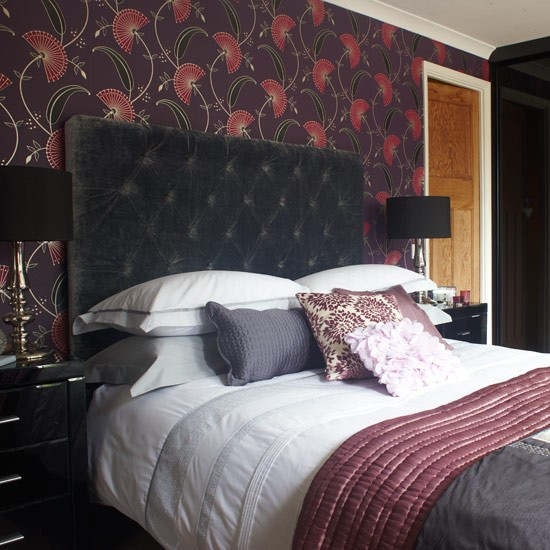 Pick a dramatic wallpaper bedroom decorating ideas for Dramatic beds