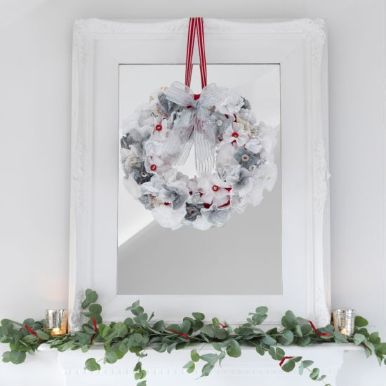decorate the mirror christmas mantelpiece christmas decorating