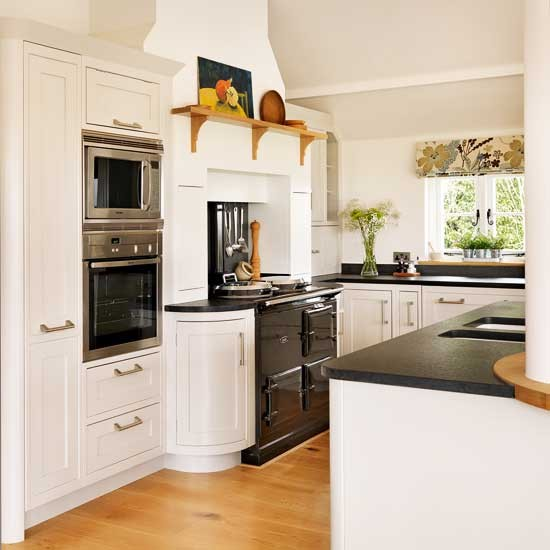 The gallery for beautiful traditional white kitchens for Traditional white kitchens
