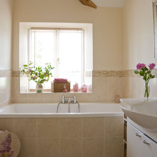 Small country bathroom decorating ideas home interior design Tiny bathroom designs uk