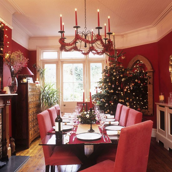 Traditional Christmas dining room | Christmas accessories | PHOTO GALLERY | 25 Beautiful Homes | Housetohome