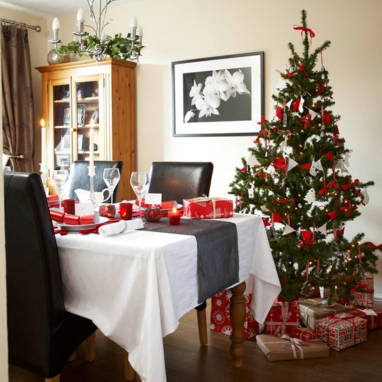 Dining table christmas dining table decorations for Christmas centerpieces for dining room table