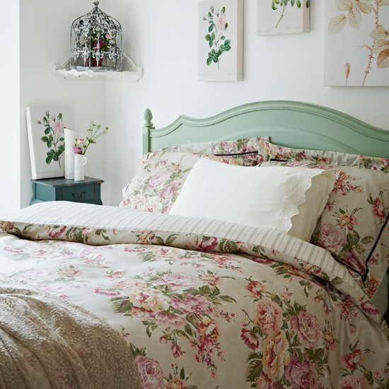 Floral country style bedroom botanical room design ideas for Designer inspired bedding