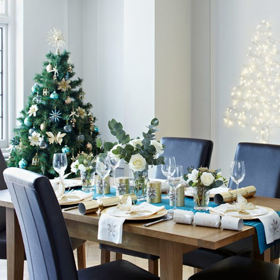 Modern teal and gold christmas table setting christmas for Teal decorations for the home