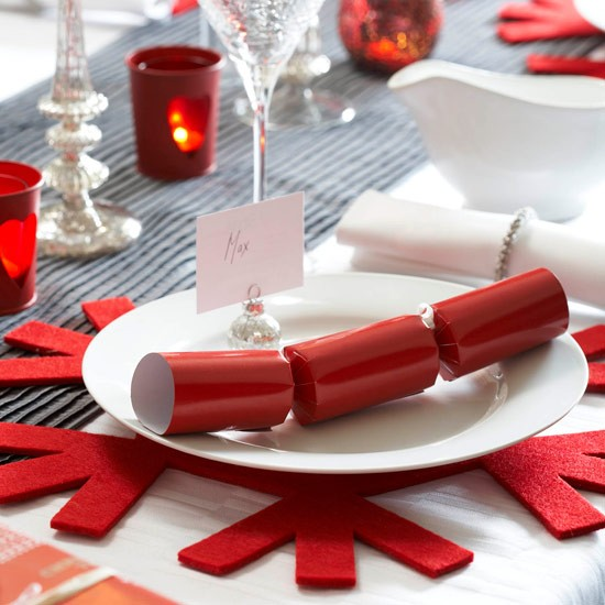 Bold red Christmas place mats | Christmas table setting design ideas | houset...