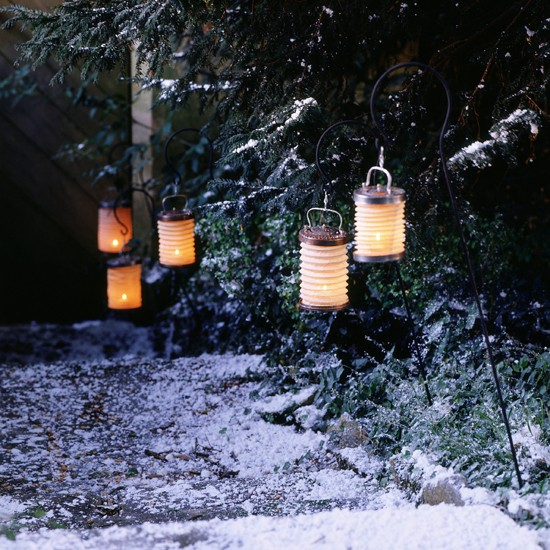 Illuminate a garden with paper lanterns | Outdoor Christmas lights