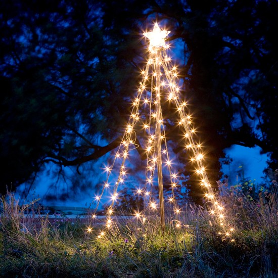 Create an outdoor feature | Outdoor Christmas lights - 10 of the