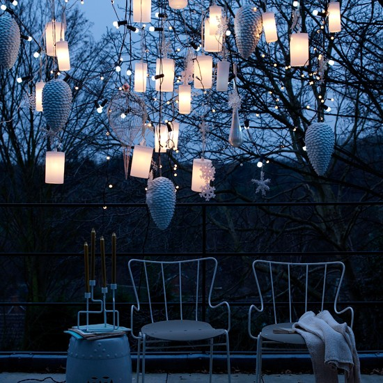 Create a dramatic feature by grouping lanterns | Outdoor Christmas