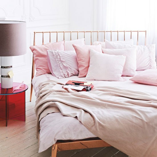 Choose pale pink shades cosy bedroom decorating ideas for Light pink bedroom ideas