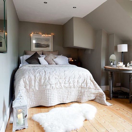 Peaceful bedroom elegant family home - Cozy white shag rug for the comfortable steps sensation ...