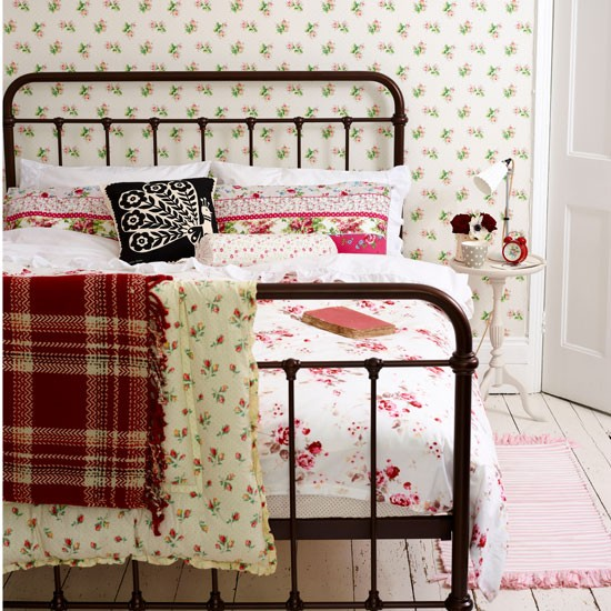 Mix florals for a cottage effect | Country bedroom ideas - 10 of the best | Bedroom | PHOTO GALLERY | Country Homes and Interiors | Housetohome