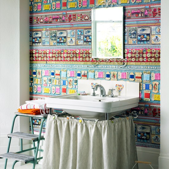 Funky wallpapered bathroom decorating ideas to energise for Funky home decor