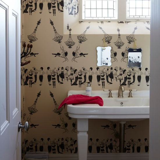Cloakroom with cream and black patterned wallpaper