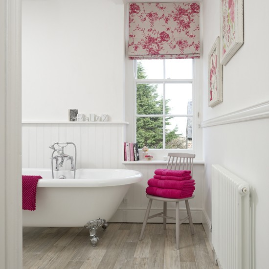 Bedroom Decorating Ideas Wallpaper Victorian Wallpaper Bedroom Bedroom Window Blinds Ideas Bedroom Colour Green: Step Inside This Country Bathroom