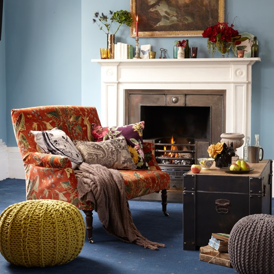 Country Living Room With Velvet Sofa Living Room Decorating Ideas