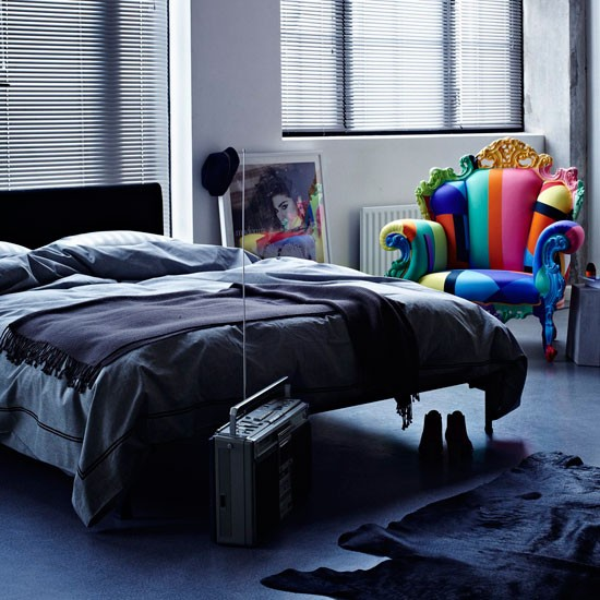 Dramatic bedroom colourful bedrooms for Dramatic beds