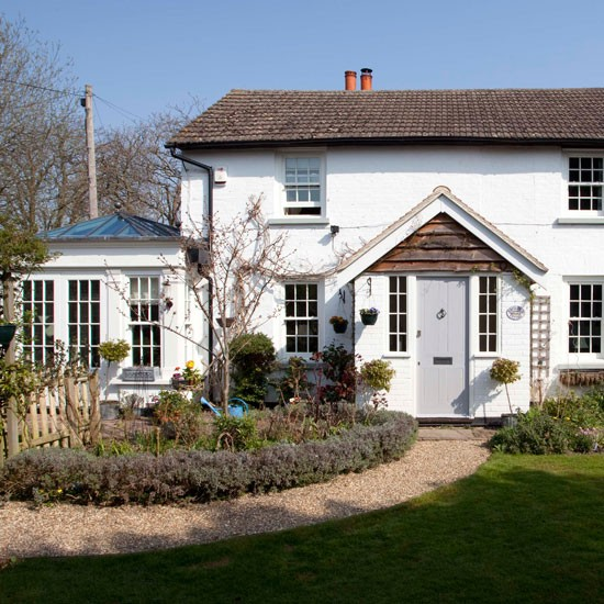 Exterior | Step inside an 18th-century period home in Surrey | House tour | PHOTO GALLERY | 25 Beautiful Homes | Housetohome.co.uk