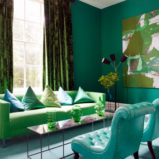 Green and blue living room decor 2017 grasscloth wallpaper for Emerald green bedroom ideas