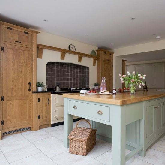 Bespoke cabinetry | Take a tour around a painted country-style kitchen | PHOTO GALLERY | Beautiful Kitchens | Housetohome
