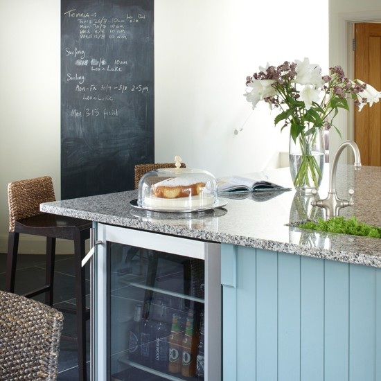 Blue kitchen with breakfast bar for Breakfast bar ideas for small kitchens