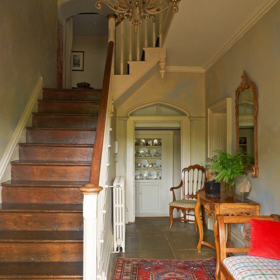 New Home Interior Design Traditional Hallway: Classic Hallway With Antiques
