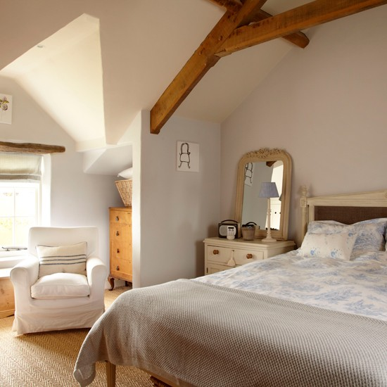 Cottage Bedroom With Wood Beams Decorating Ideas Ideal Home