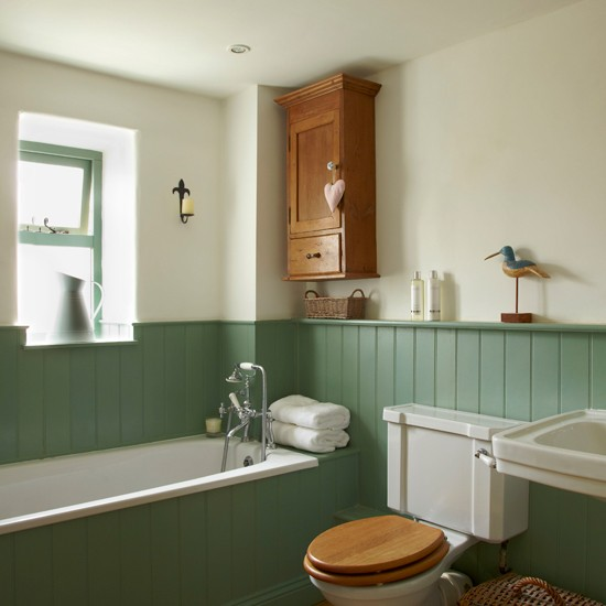 Country bathroom with tongue and groove panelling for Wood panelling bathroom ideas