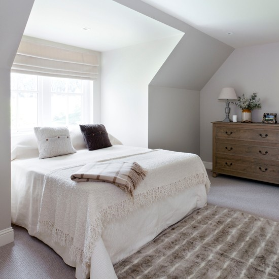 Cosy white guest bedroom for Guest bedroom furniture